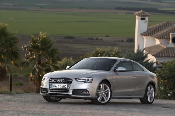 Video: 2012 Audi S5 Coupe / motor-egzoz sesi ve hızlanma