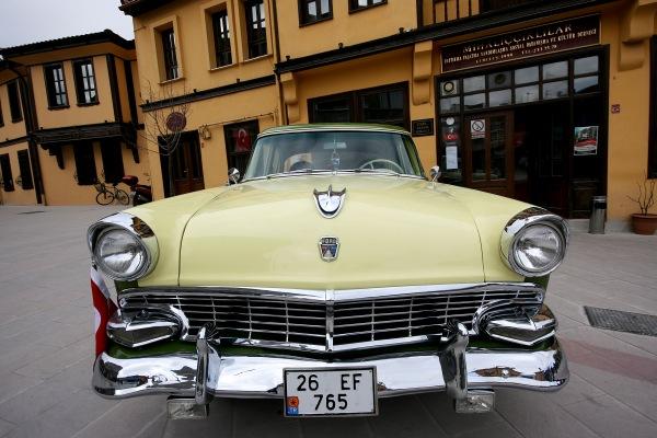 Polis emeklisi 1956 Ford Customline