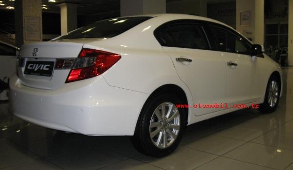 2012_yeni_Honda_Civic_sedan-3-wm.jpg