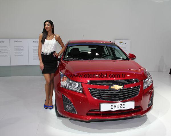 Video: Chevrolet Cruze SW Cenevre Otomobil Fuarı 2012