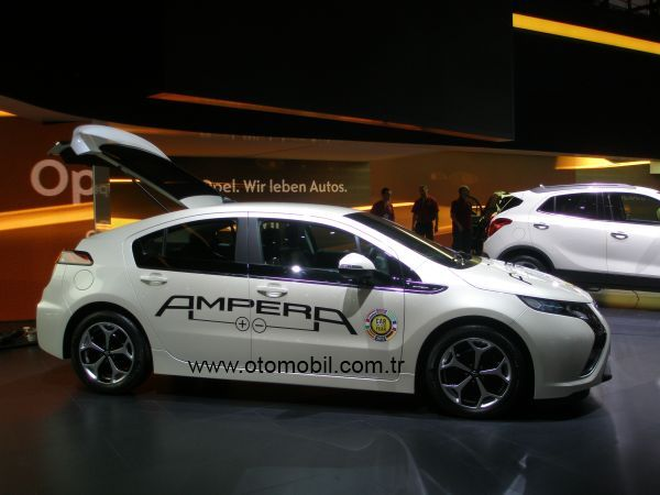 Opel Ampera ve Chevrolet Volt Car of the Year 2012 seçildi