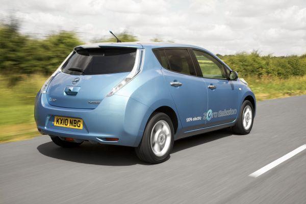 Video: Nissan Leaf test sürüşü Cenevre 2012