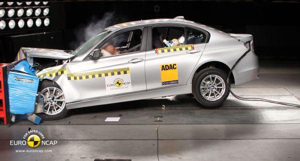 Yeni BMW 3 Serisi Euro NCAP'ten 5 yıldız aldı