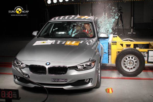 Video: Yeni BMW 3 Serisi Euro NCAP çarpışma testi