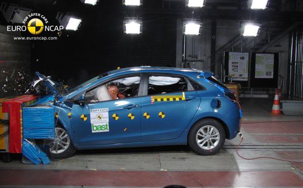 Yeni Hyundai i30'a Euro NCAP'ten 5 yıldız