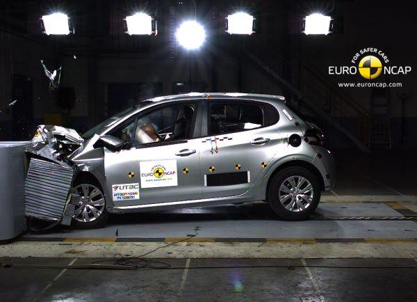 Peugeot 208 Euro NCAP'ten 5 yıldız aldı