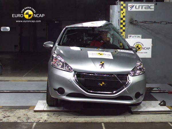 Video: Peugeot 208 Euro NCAP çarpışma testi