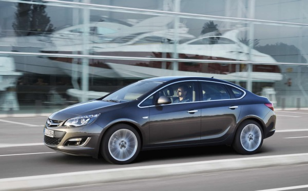 http://www.otomobil.com.tr/wp-content/uploads/2012/06/2013_Opel_astra_sedan_yeni.jpg