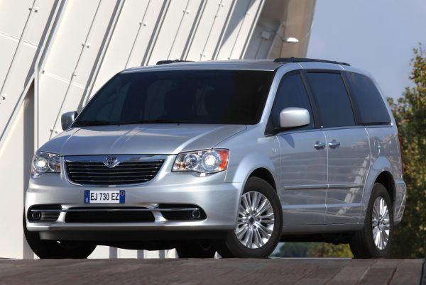 Lancia Voyager Türkiye'de satışa sunuldu