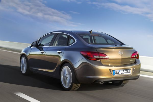Yeni Opel Astra Sedan ortaya çıktı