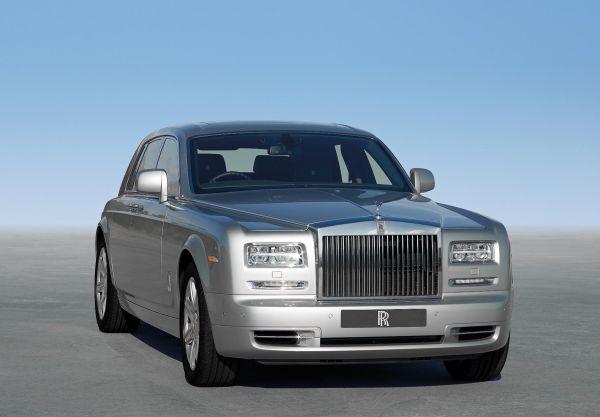 Rolls-Royce Phantom II'ye kırmızı halılı tanıtım