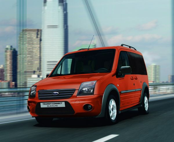 Ford Transit Connect Blackline Serisi bayilerde