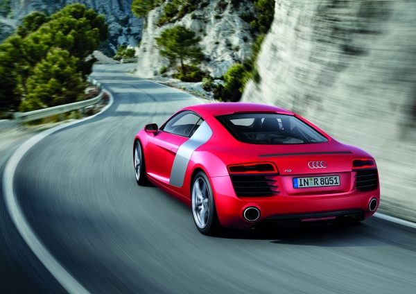 Video: Makyajlı Audi R8 Coupe - Spyder 2013