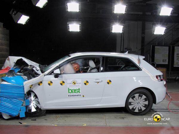 Yeni Audi A3 Euro NCAP'ten 5 yıldız aldı