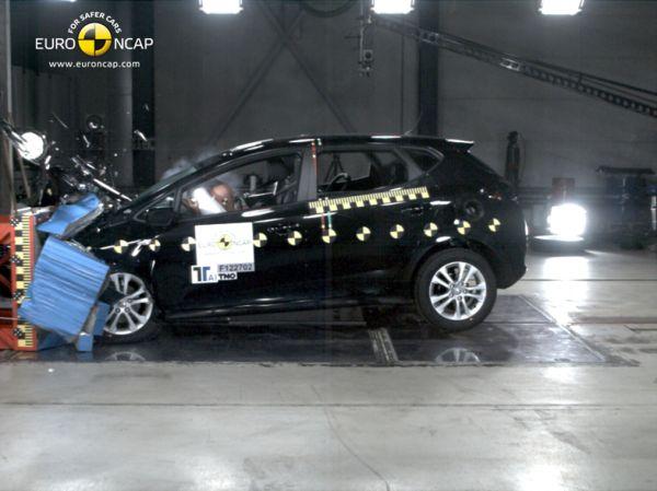 Yeni Renault Clio 4 Euro NCAP'ten 5 yıldız aldı