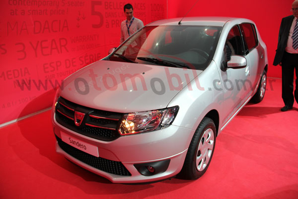 Video: Yeni yüzlü (2013) Ford Fiesta - Paris Otomobil Fuarı