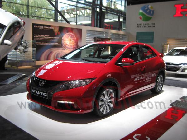 Video: Honda Civic 1.6 Dizel i-DTEC Paris otomobil Fuarı 2012