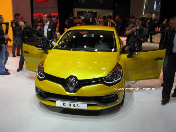 Video: Yeni (2013) Renault Clio 200 R.S. EDC-Paris Otomobil Fuarı