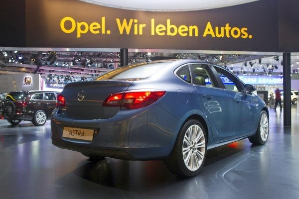 Yeni (2013) Opel Astra Sedan fiyatları