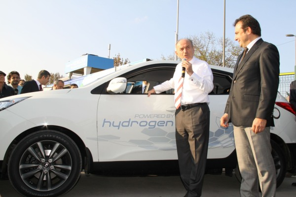 Hyundai ix35 Fuel Cell yolda