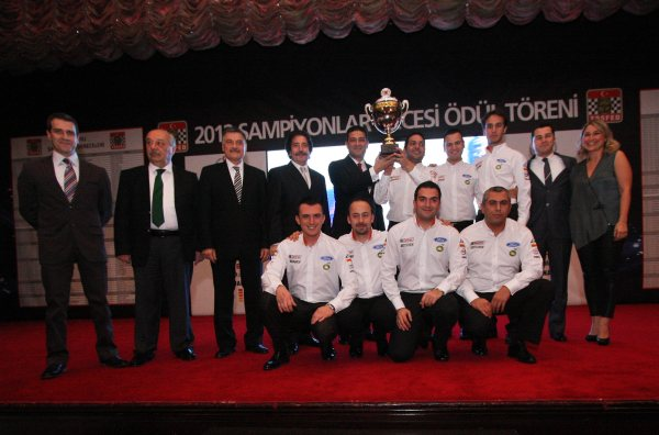 Castrol Ford Team Türkiye, şampiyonluk kupasını aldı