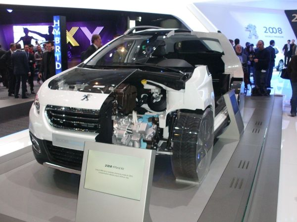 Peugeot Hybrid Air teknolojisi 2008'de gösterildi