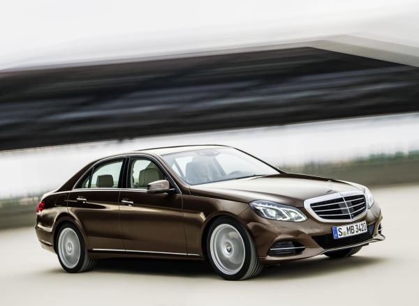 Yeni yüzlü 2013 Mercedes-Benz E Serisi Türkiye fiyatları açıklandı