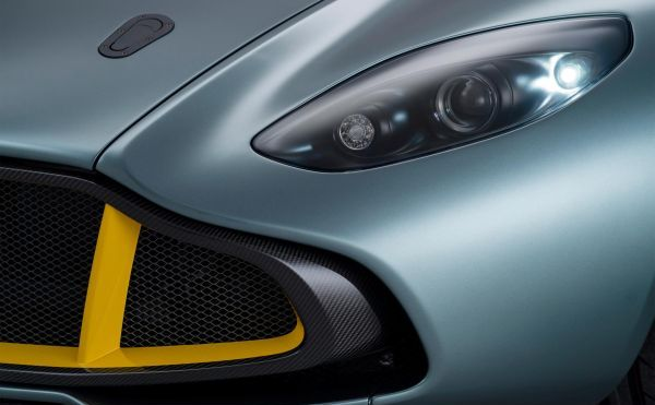 Galeri: Aston Martin CC100 Speedster Concept