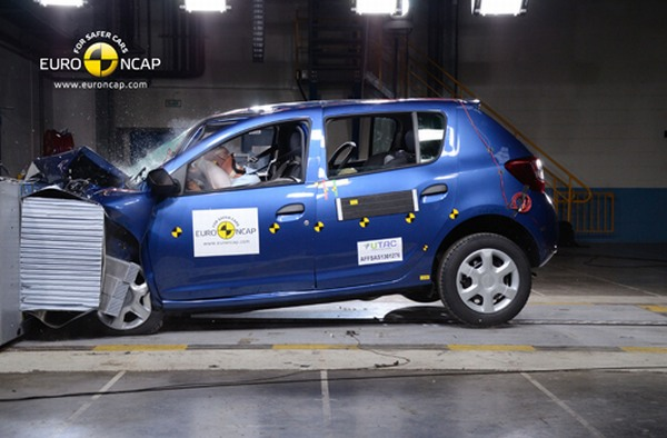 Yeni Dacia Sandero 2013 Euro NCAP / video