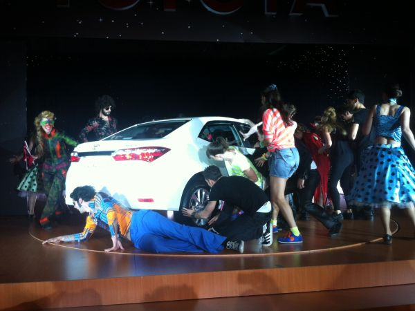 Video: Yeni Toyota Corolla 2013 lansman şovu