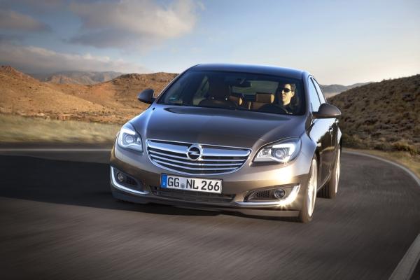 Yeni yüzlü Opel Insignia 2014 fotoğraf galerisi