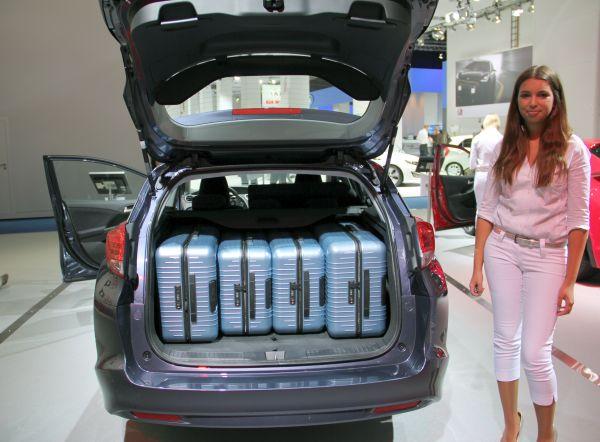 Yeni Honda Civic Tourer koltuk ve bagaj kombinasyonları videosu