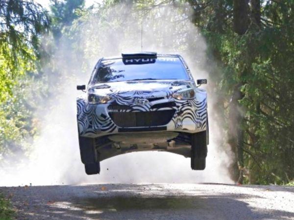 Frankfurt'ta sergilenen Hyundai i20 WRC'nin testleri sürüyor