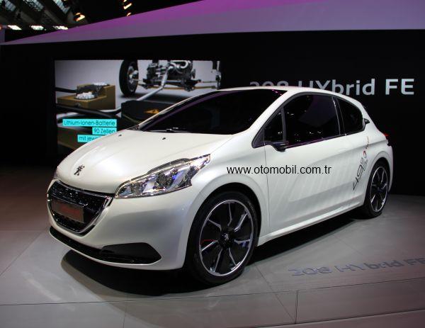 Peugeot 208 HYbrid FE emisyon ve tüketim rekoru kırdı