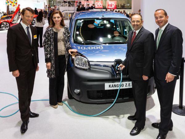Renault 10.000'inci elektrikli Kangoo Z.E. satışını kutluyor