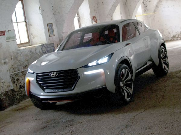 Hyundai Intrado Concept yüzünü gösterdi