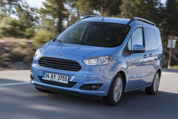 yeni ford tourneo courier 1 6 tdci 95 hp test ilk s r otomobil. Black Bedroom Furniture Sets. Home Design Ideas