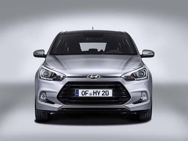 Hyundai i20 Coupe 2015 yüzünü gösterdi