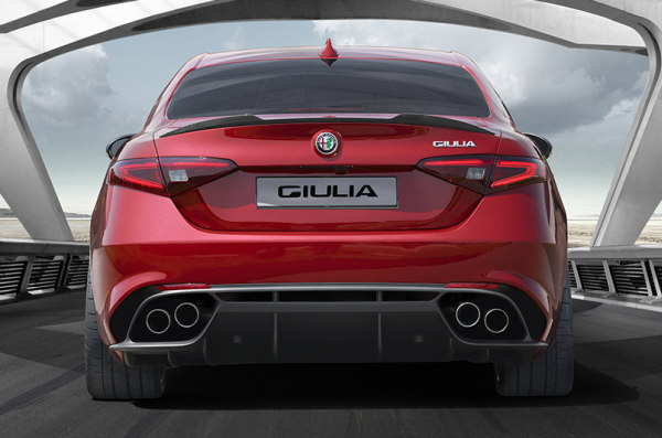 Alfa_Romeo_Giulia_Quadrifoglio_2015 (2)