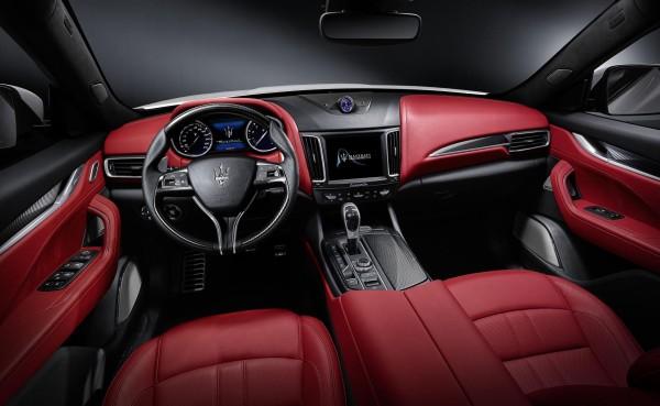 Maserati_Levante_ic_mekan