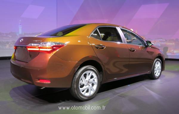 Yeni_Toyota_Corolla_2016_arka