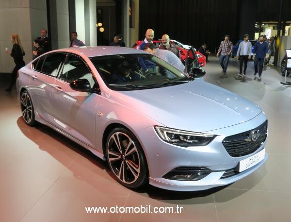 Yeni Opel Insignia Grand Sport  ve Crossland  X İstanbul Autoshow 2017'de
