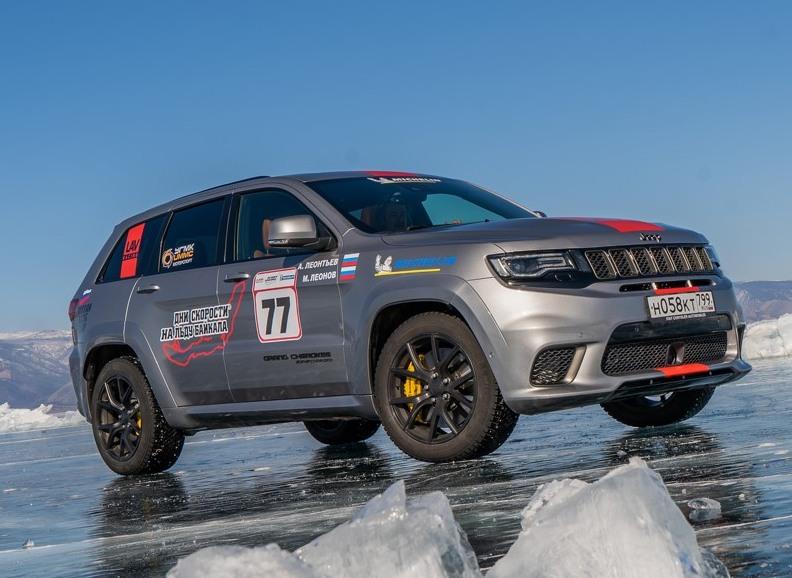 Jeep Grand Cherokee ile buzda 280 km/h