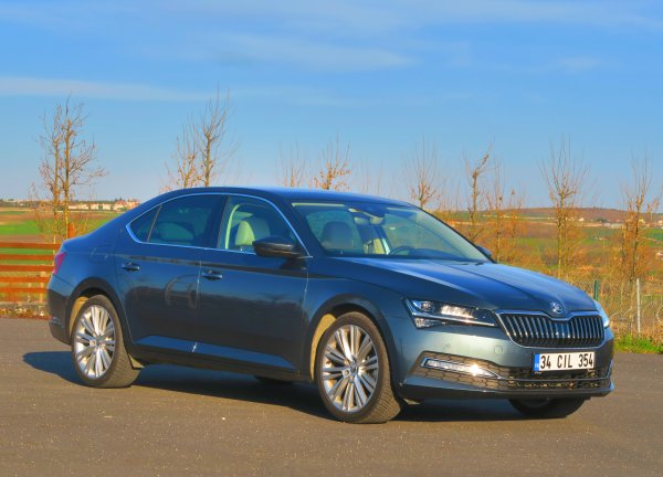 2020 Skoda Superb 1.5 TSI DSG test